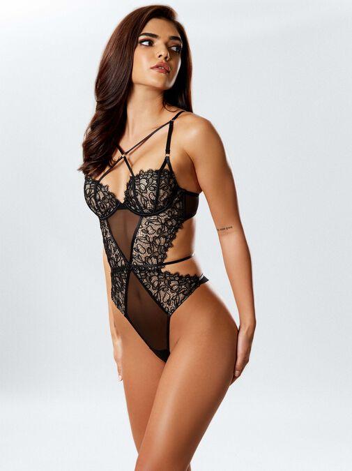 Femme Fatale Body image number 1.0
