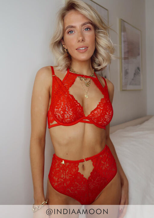 Janet Reger To Love And Be Loved Plunge Bra image number 5.0