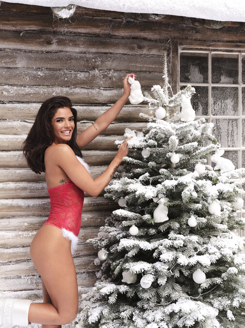 Sexy Miss Santa Body image number 2.0