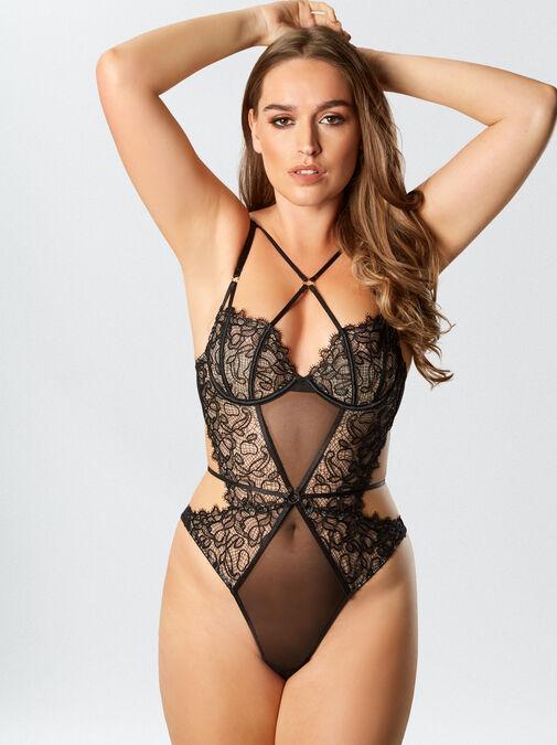 Femme Fatale Body image number 3.0