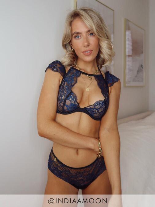 Janet Reger Irresistible Seduction Plunge Bra image number 5.0