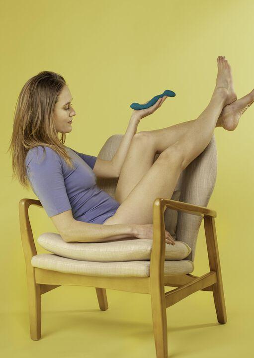 Lora DiCarlo Sway Vibrator image number 8.0
